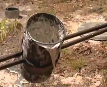 What happens when you pour molten aluminum into an anthill?